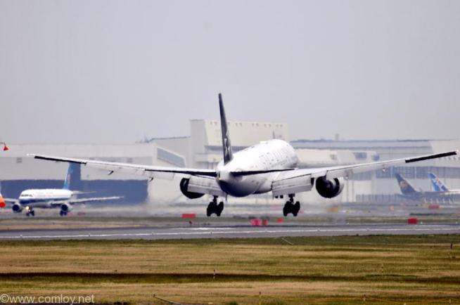 ユナイテッド航空 ( United Airlines ) B777-200 機体番号N78017 型式Boeing777-224/ER 製造番号31679/391 登録2002/3