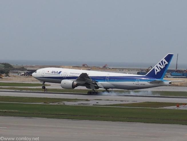 JA702A Boeing777-281 27033/75 1997/06