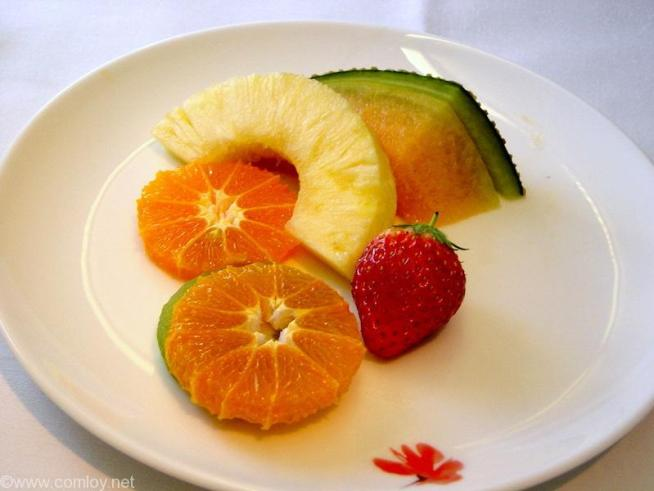 チャイナエアライン CI107 成田 - 台北 ファーストクラス 機内食 季節の新鮮果物