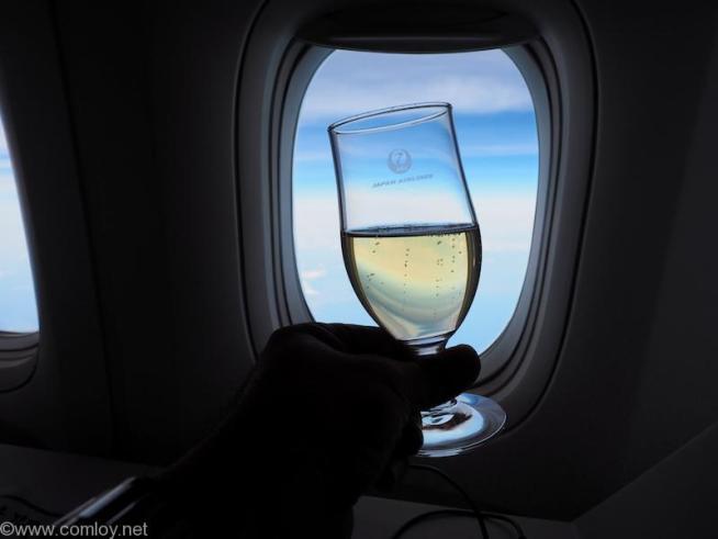 日本航空 JL37 羽田 - シンガポール ビジネスクラス機内食 シャンパーニュ Charles Heidsieck Brut réserve N.V.