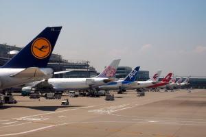 駐機場は各社の飛行機勢揃い