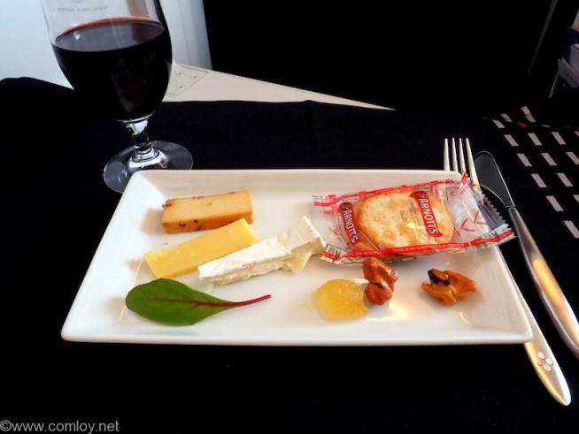 日本航空 JL31 羽田 - バンコク ビジネスクラス 機内食 チーズの盛り合わせ