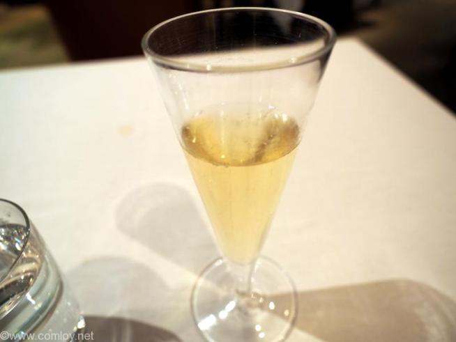 まずはシャンパンから。