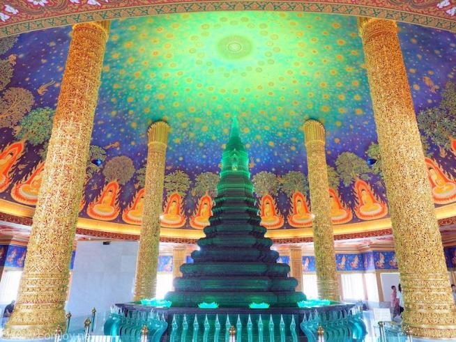 Wat Pak Nam(ワット・パクナム) 緑ガラス仏塔と天井画1