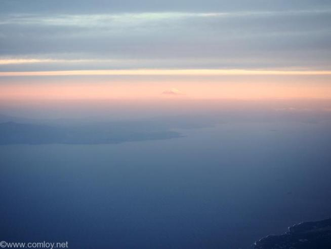日本航空 JL34 バンコク - 羽田 遠くに富士山