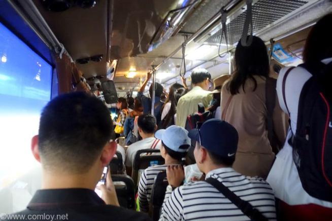 ドンムアン空港からのエアポートバス車内2