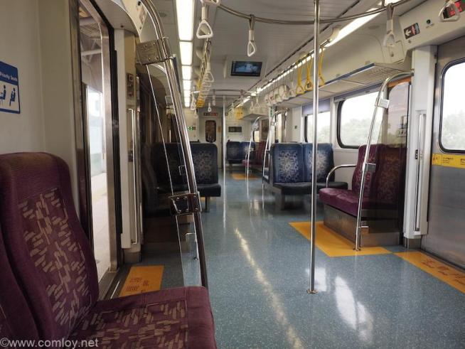 高雄 - 潮州普通列車車内
