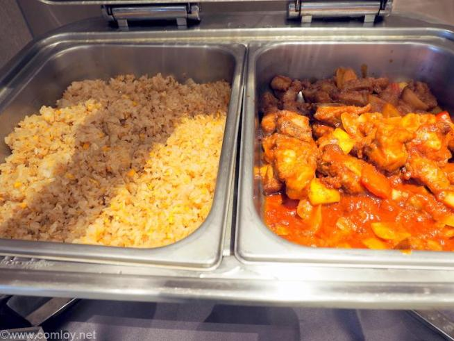 台湾 台東 ザ スイーツ タイトン (The Suites Taitung) チャーハンとチキンのトマト煮