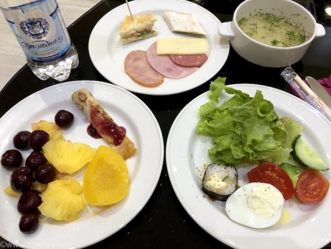 ウラジオストク空港 プライオリティパスが使えるラウンジ 今日の昼食
