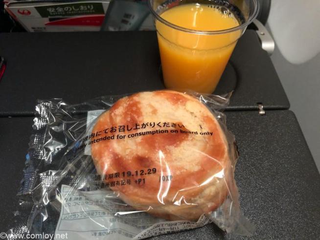 日本航空 JL31 羽田 - バンコク エコノミークラス機内食 到着前の軽食