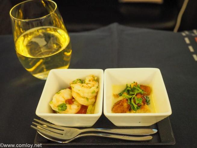 日本航空JL005 ニューヨーク - 羽田 ビジネスクラス機内食 アミューズ・ブッシュ メキシカンシュリンプカクテル 冷製コーンチャウダー