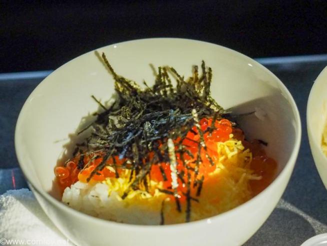 日本航空JL005 ニューヨーク - 羽田 ビジネスクラス機内食 華やかイクラ丼