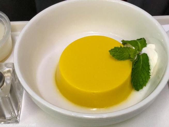 マレーシア航空 MH783 バンコク - クアラルンプール ビジネスクラス 機内食 Thai Mango Pudding Coconut sauce