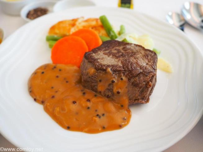 全日空 NH848 バンコク - 羽田 ビジネスクラス 機内食 メインディッシュ 牛フィレ肉のステーキ マスタードソース