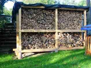 bau-eines-brennholzlagers-46