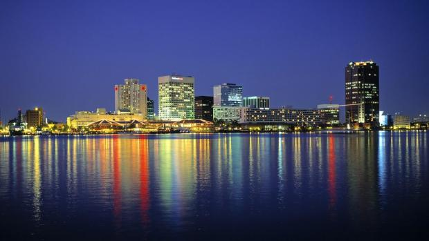 0820_FL-norfolk-virginia-skyline_2000x1125-1152x648
