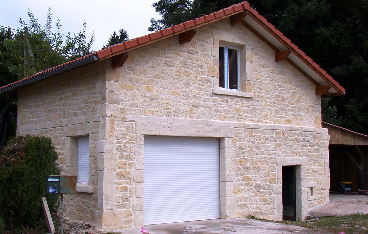facade de Dépendance avec enduit imtation pierre couleur ton pierre