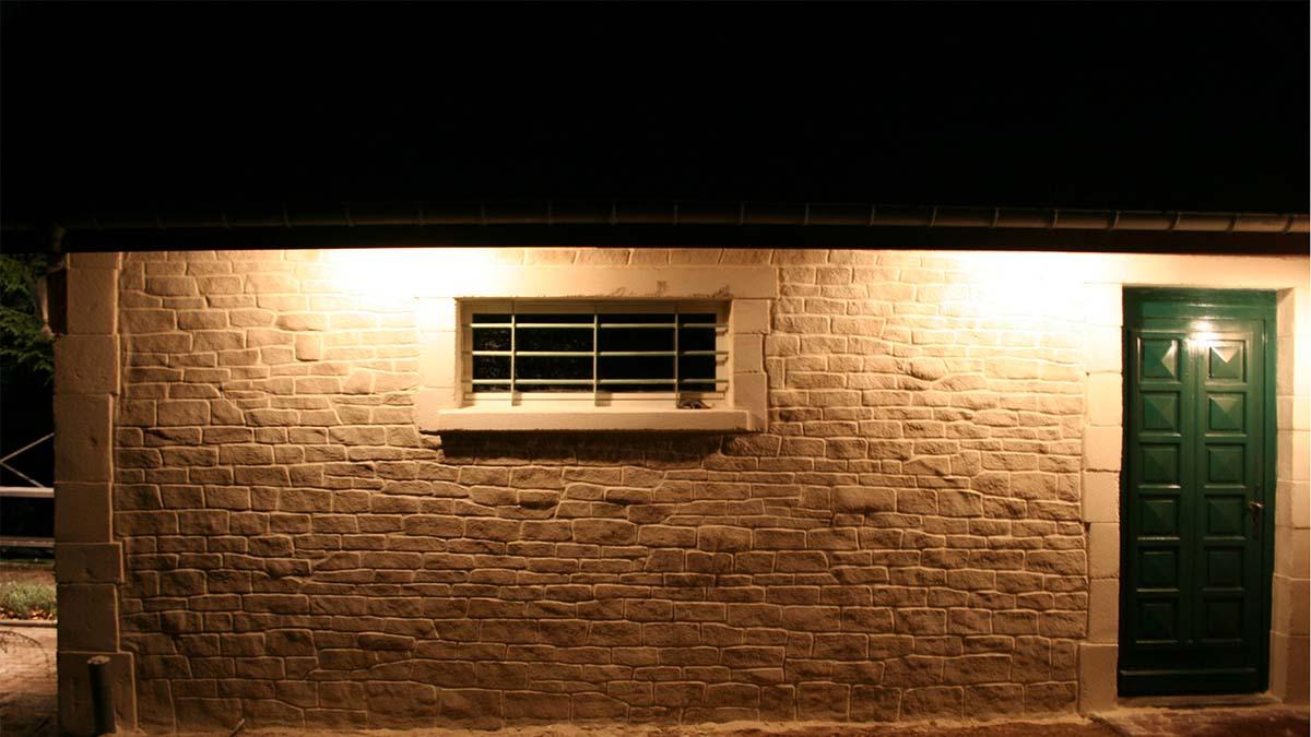 garage dépendance avec décopierre vue de nuit