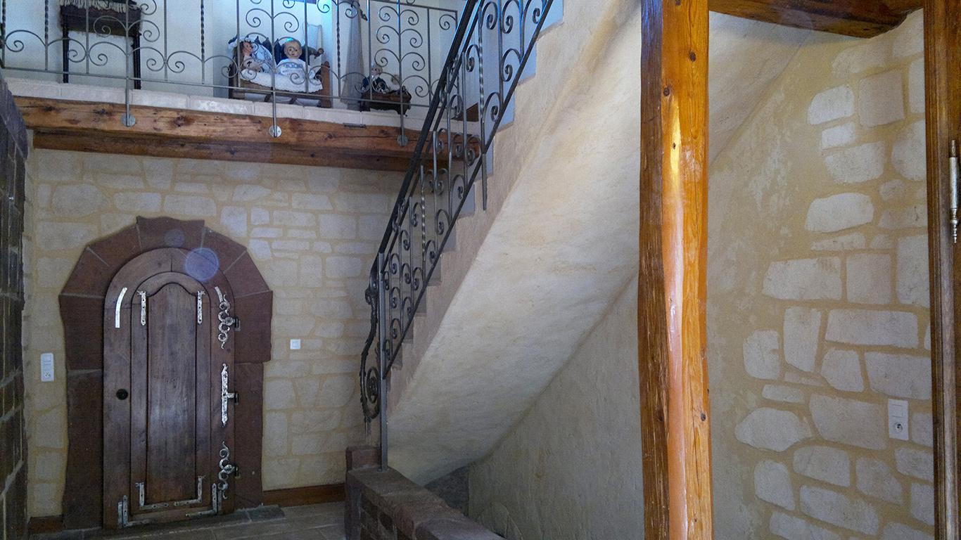 décoration enduit à la chaux sur escalier béton
