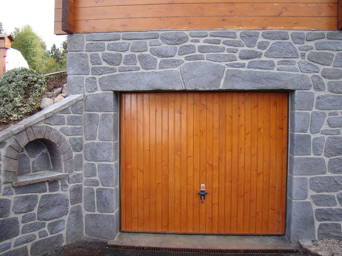 ouverture de porte de garage en granit