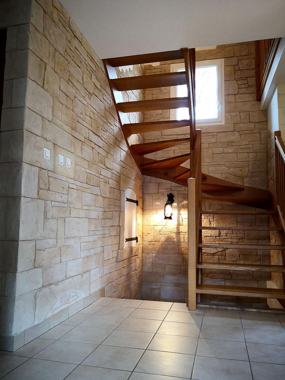 imitation-pierre-sèche-sur-placo-cage-descalier