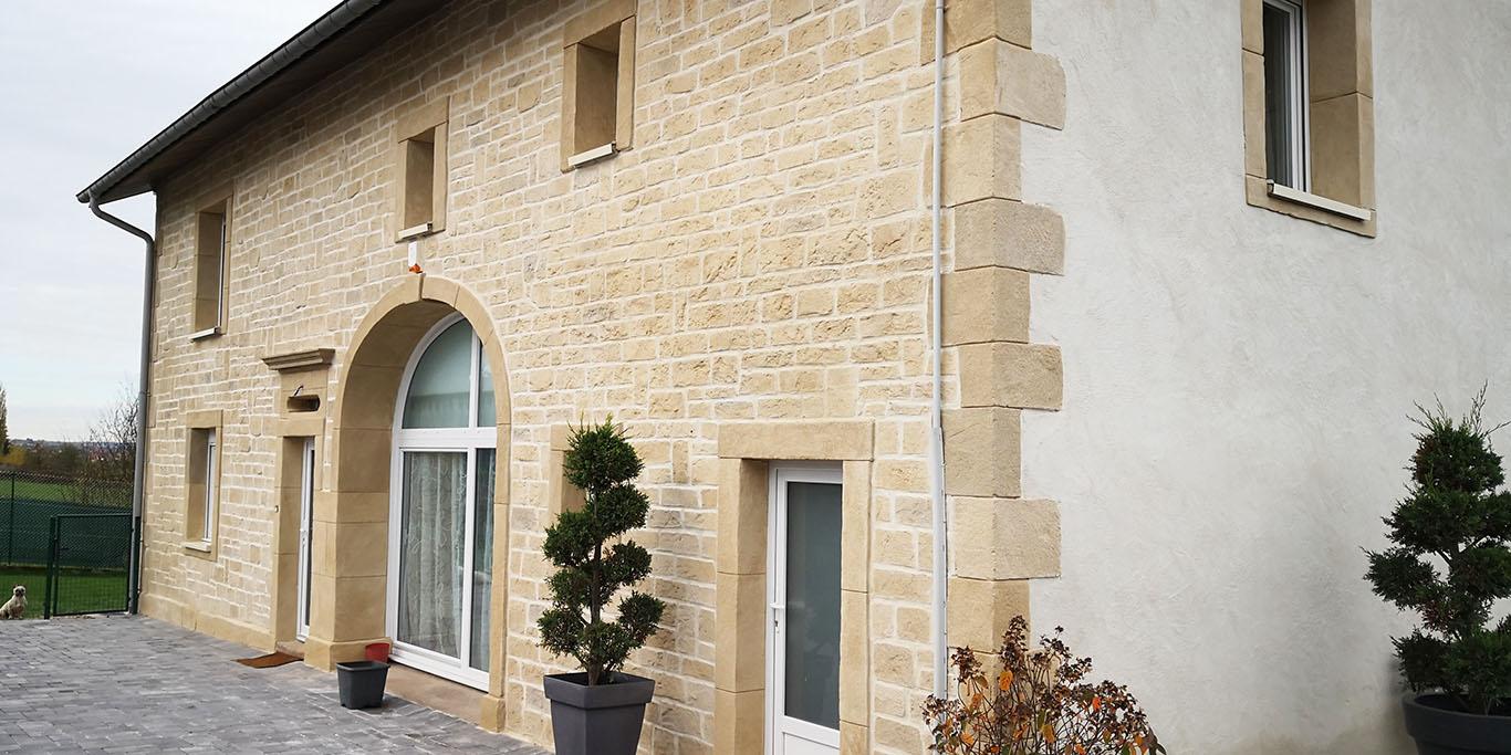 ravalement facade avec imitation pierre et enduit tradition