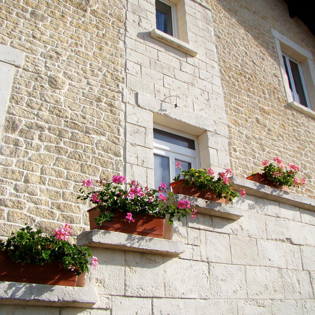 façade fausse pierre de bourgogne