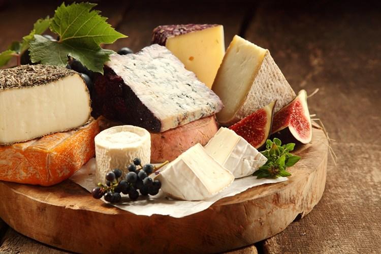 Cómo preparar una tabla de quesos 1