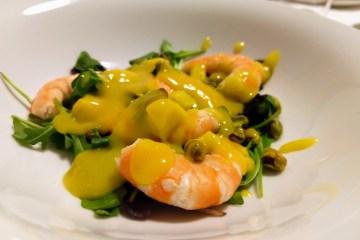 Ensalada de langostinos y pistachos con salsa de mango 1