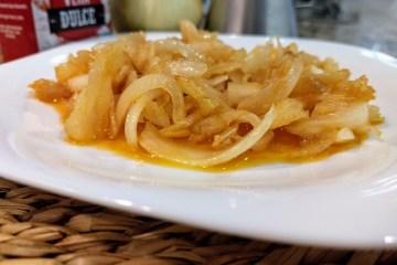 Esgarraet de bacalao desmigado con cebolla y pimentón dulce 2