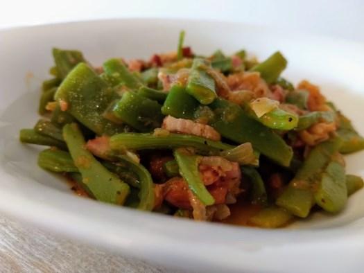 Judías verdes con tomate y bacon