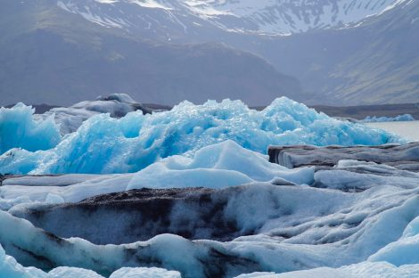 Bloc de glace bleu glacier