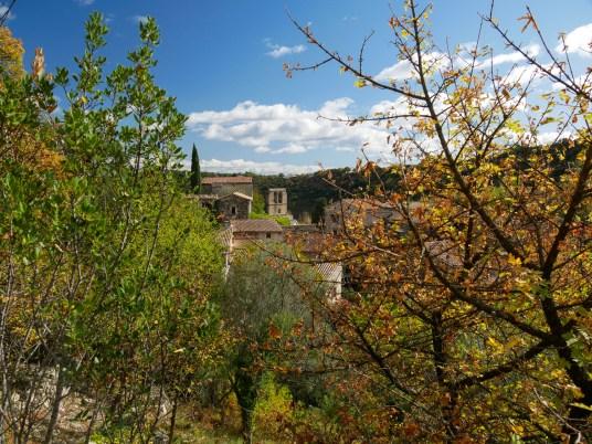 Vue sur le village depuis le début du sentier de randonnée