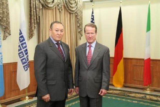 Deputy Secretary of State and Head of the Office of International Narcotics and Law Enforcement in the U.S. Department of State William Brownfield (right) pledged robust support CARICC.  Together with the Director Lt. Gen. CARICC Beksultanov Sarsekovym.  Source: CARICC.