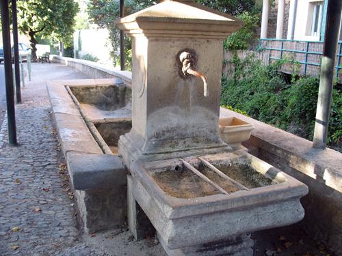Auch in Buis-les-Baronnies versiegen öffentliche Brunnen mehr und mehr.