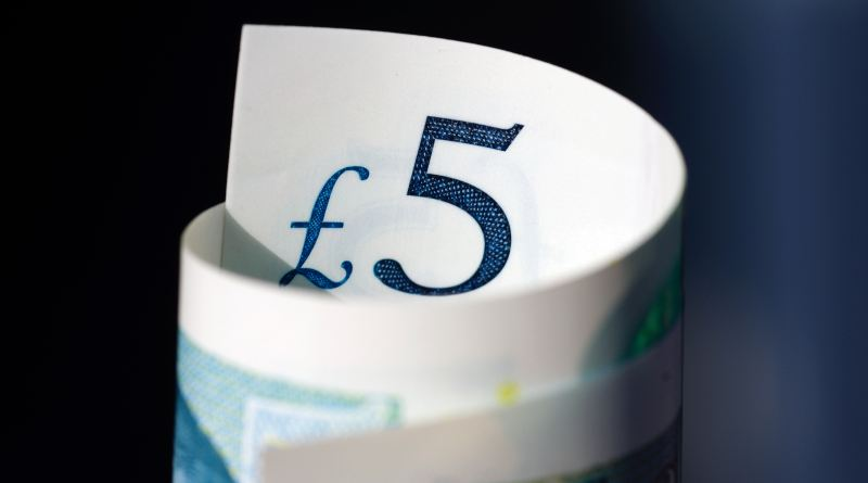 A rolled up £5 note.