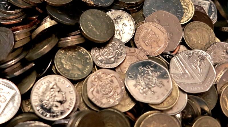 Minimum wage: cracks in the floor