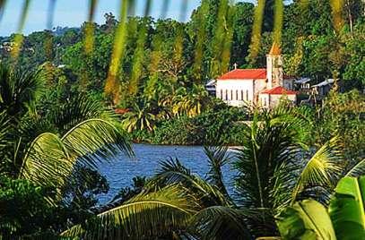 Première église catholique de Madagascar. (Nosy Boraha, ile Sainte-Marie, côte est de Madagascar, Océan Indien).