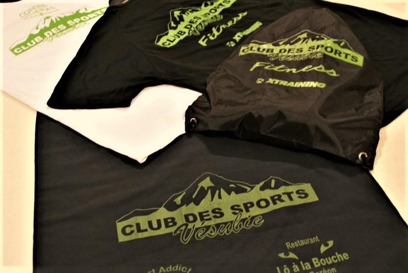 Ensemble de sport personnalisé : sac, t-shirts et serviette