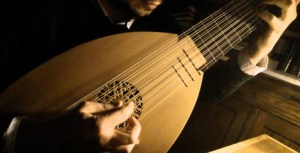 Renaissance Lute, by David Romero. Reproduced under CC-BY licence.