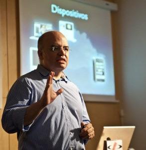 Enrique-San-Juan-community-internet-social-media-community-manager-trainer-speaker-events