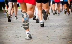 people running city marathon