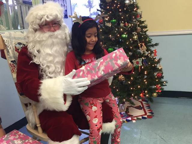 Speedway spreads holiday cheer at children's healthcare facilities