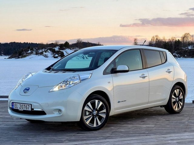 Nissan Leaf features improvements, bigger battery pack in some models.