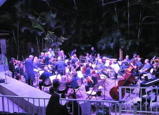 It's a grand night for singing at Pinecrest Gardens