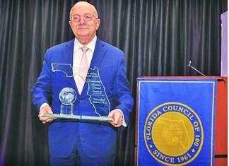 Dr. Eduardo Padrón receives the 2020 outstanding Floridian Award
