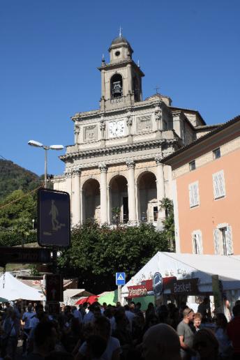 The Location -Piazza del Ponte