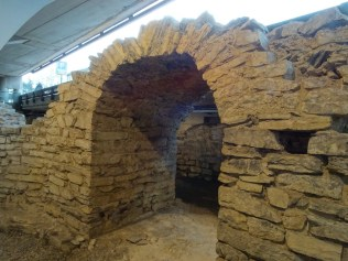 baths-arched-doorway