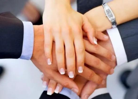 El liderazgo transformacional es aquel que motiva e inspira a sus empleados