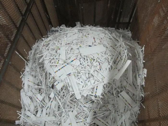 El papel debe humedecerse para conseguir su fibra y que pueda volver a formar un nuevo producto